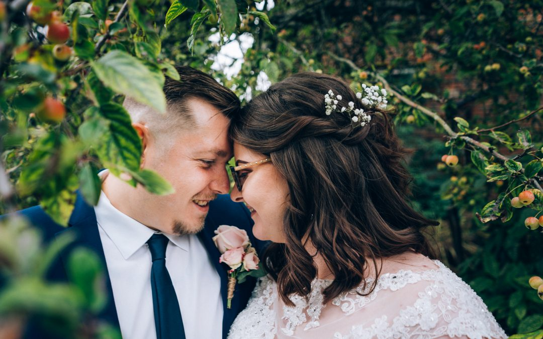 Emily & Rob's Wonderful Outdoor Ceremony Previews